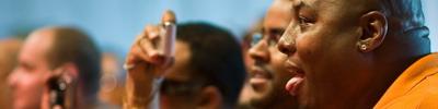 Mr. DLG vergaapt zich aan Sergent Garcia (Afro-Latino festival, juni 2008) — nadien is Mr. DLG, ofter James Da Barba nog op het podium geklommen voor een duet met Serget Garcia